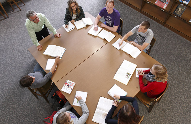 Professor Mike Grevlos teaching a class in USF's library.